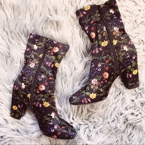 • Kenneth Cole Floral Black Sock Booties Size 6 •